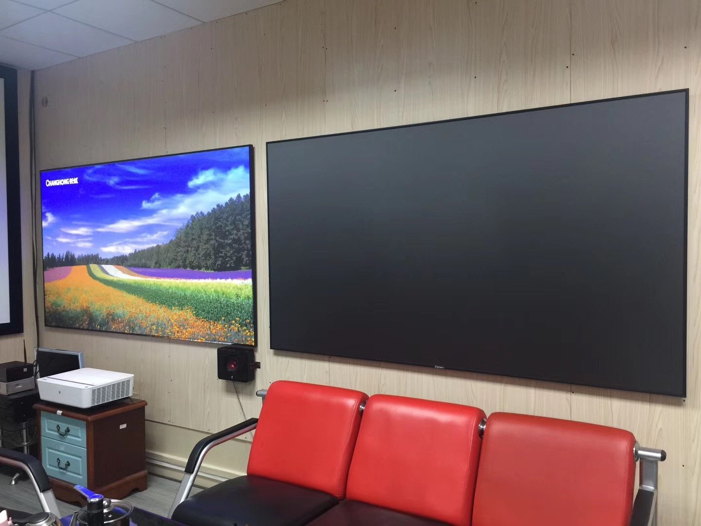 XY Screens ultra thin ultra short throw projector screen
